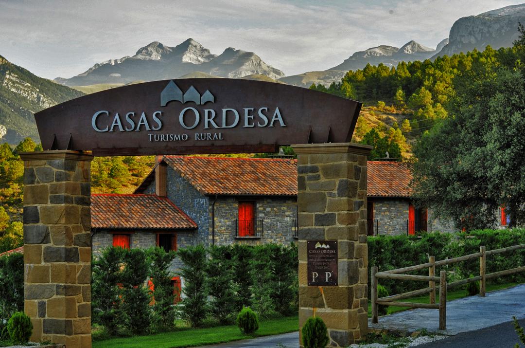 Casas rurales en los pirineos huesca situaci n pirineo - Casas del monte casa rural ...